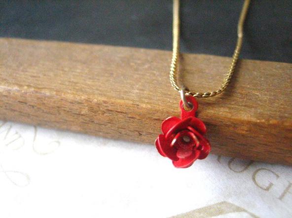 Bride Blu - pendentif fleur rouge