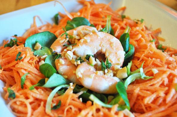 Salade crevettes-carottes-cacahuètes