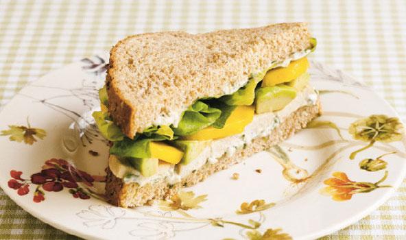 Sandwich poulet-mangue-avocat