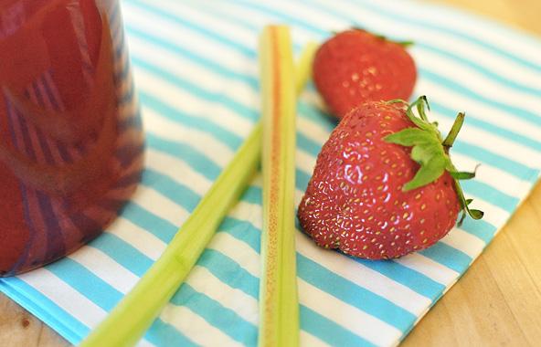 Sangria rosée fraise-rhubarbe