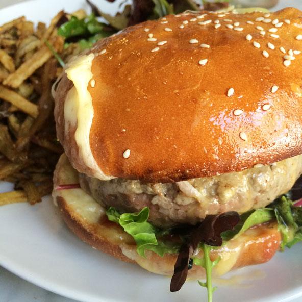 Burger à la viande d'Aubrac et au Comté du Jura, Café du Rhône (Lyon)
