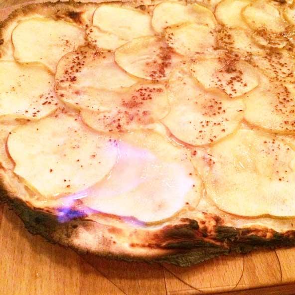 Flammekueche sucrée aux pommes flambées, Stamtich (Lyon)