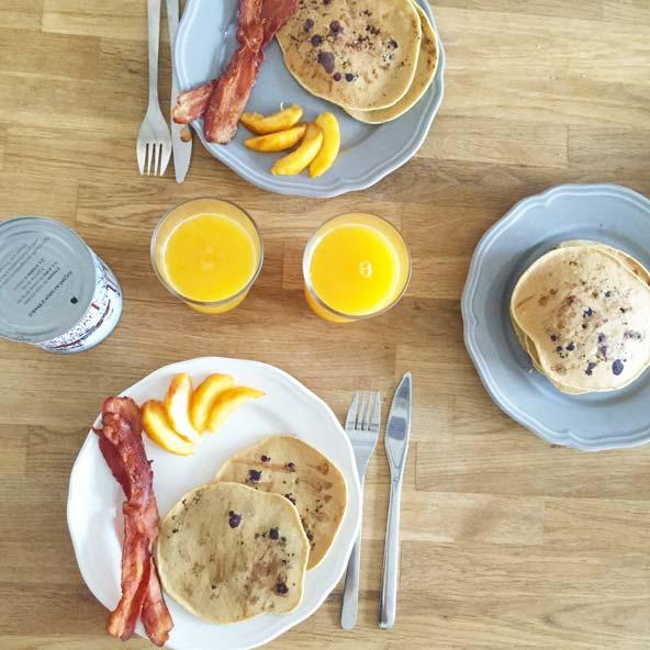 Brunch et pancakes aux bleuets