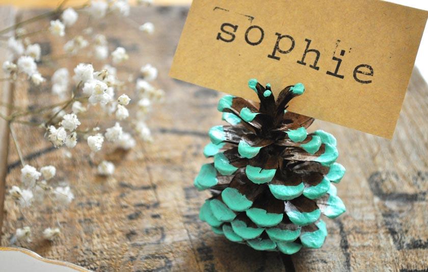 DIY mariage - marque-place pomme de pin