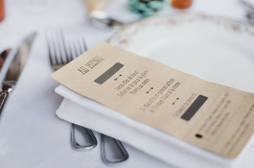Diy mariage un menu surprise gratter rue rivard - Pliage serviette porte menu ...