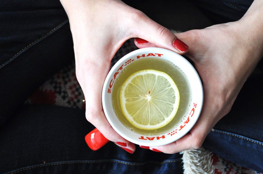 Jus de citron chaud contre l'angine