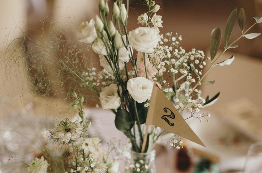 DIY mariage - Fanions numéros de table