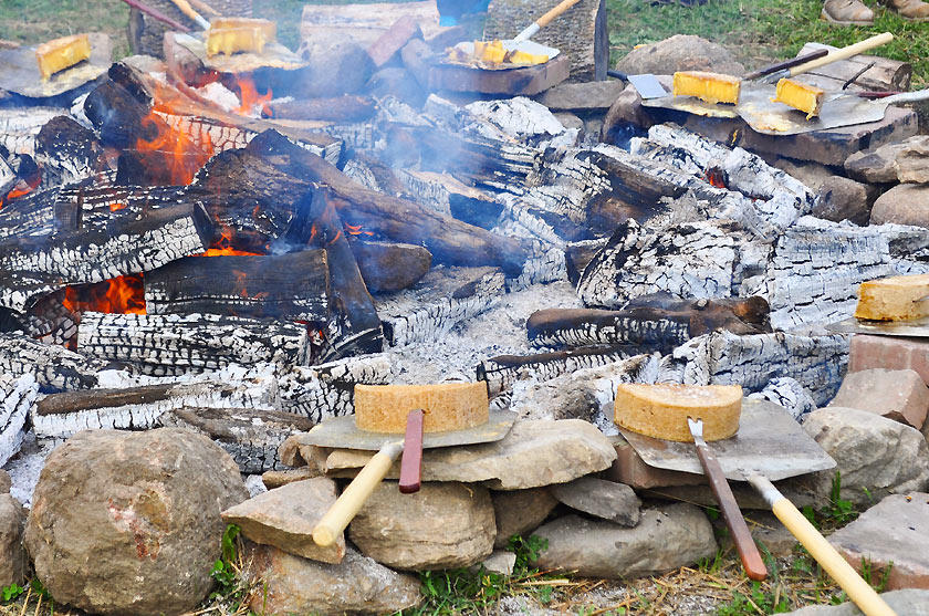 Raclette en plein air à la fromage Au Gré des Champs